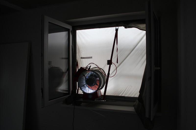 blower door test ein haus in kaulsdorf. Black Bedroom Furniture Sets. Home Design Ideas
