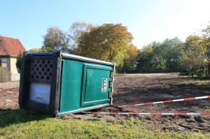 Eine umgefallene Baustellentoilette (Bild)